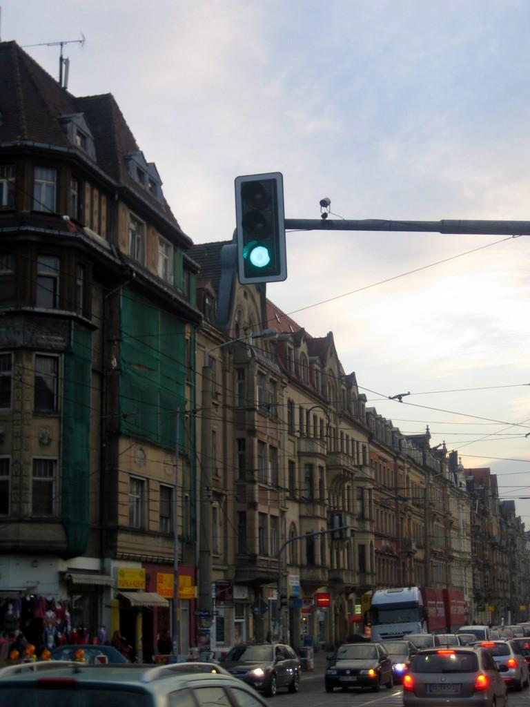 Blaue Stunde auf der Königsbrücker Straße.