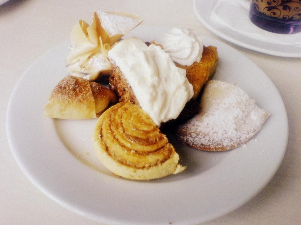 Süßes Gebäck im Café Schoschanna.