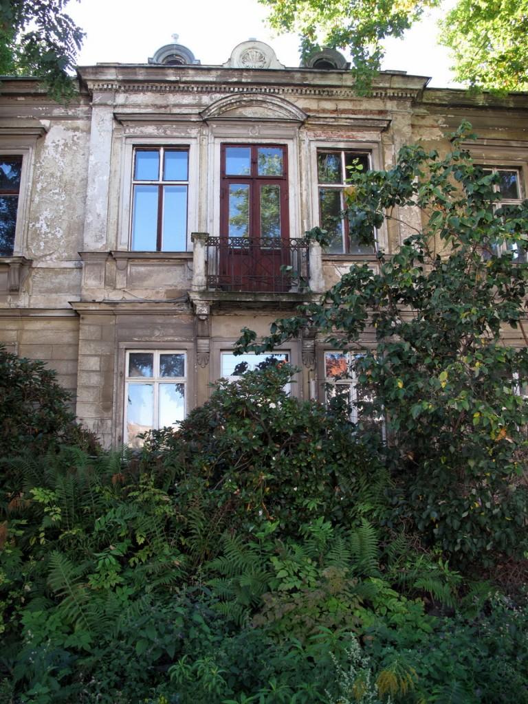 Villa Großenhainer Straße 25, Vordergarten.
