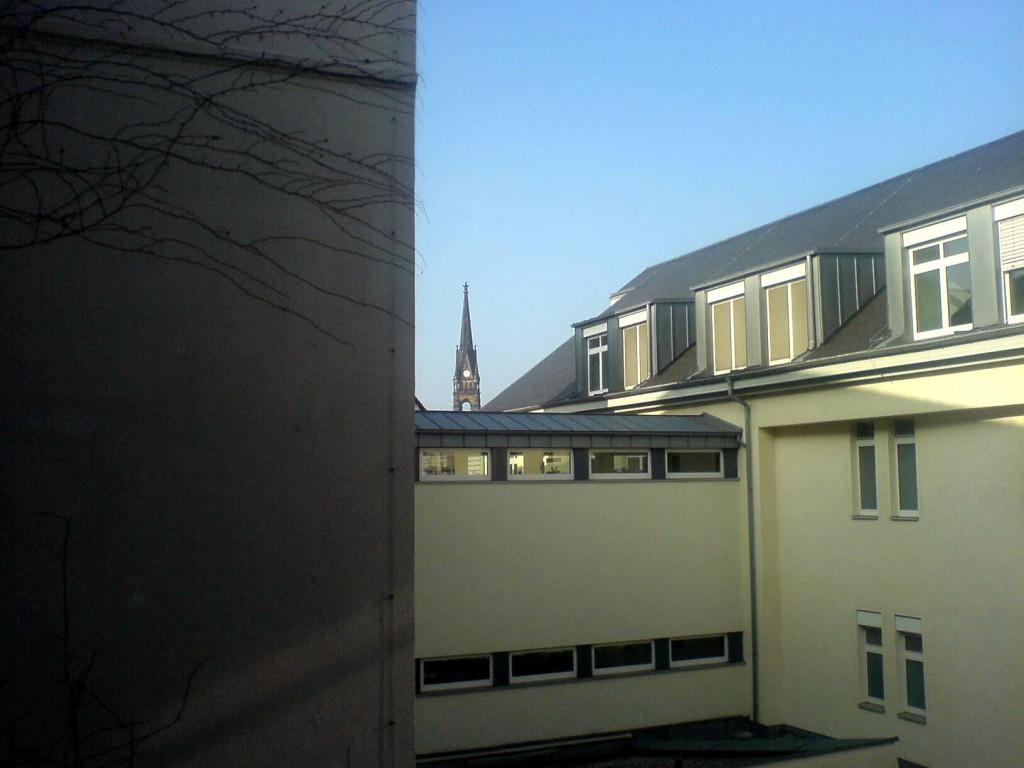 Blick auf den Turm der Lutherkirche aus unserem Familienzimmer im Diako.