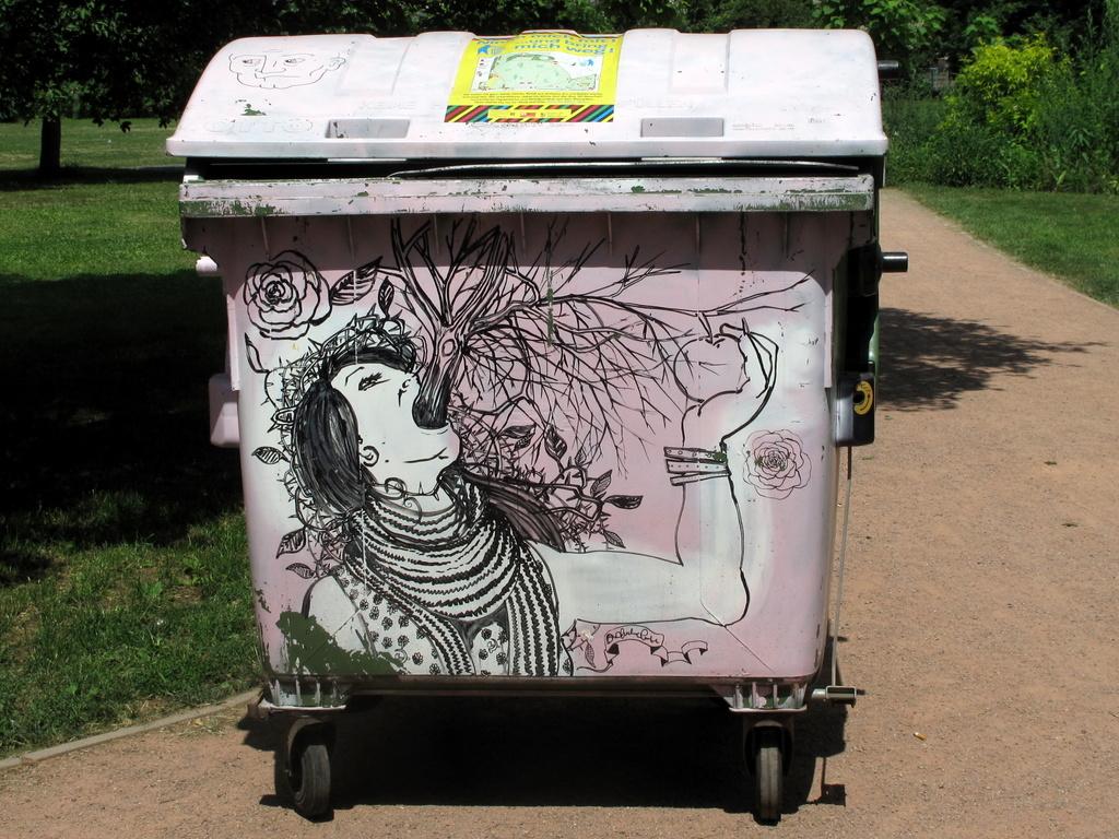 Bemalter Müllcontainer auf dem Alaunplatz, Dresden. (Signatur leider nicht entzifferbar.)