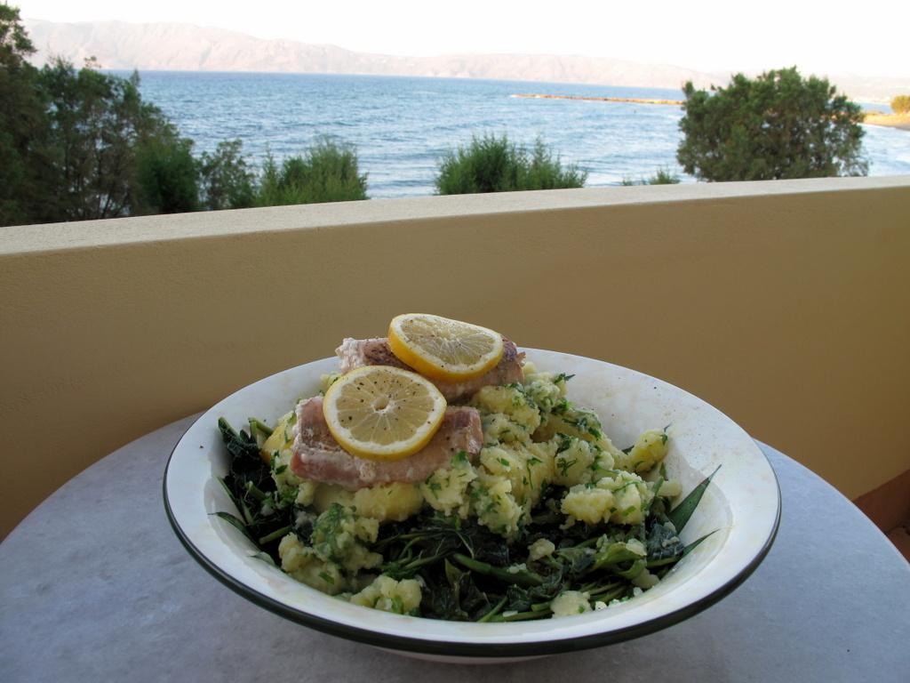 """Bei der Aussicht vom Balkon meiner Tante mundet selbst ein sogenanntes """"Arme-Leute-Essen"""" fürstlich."""