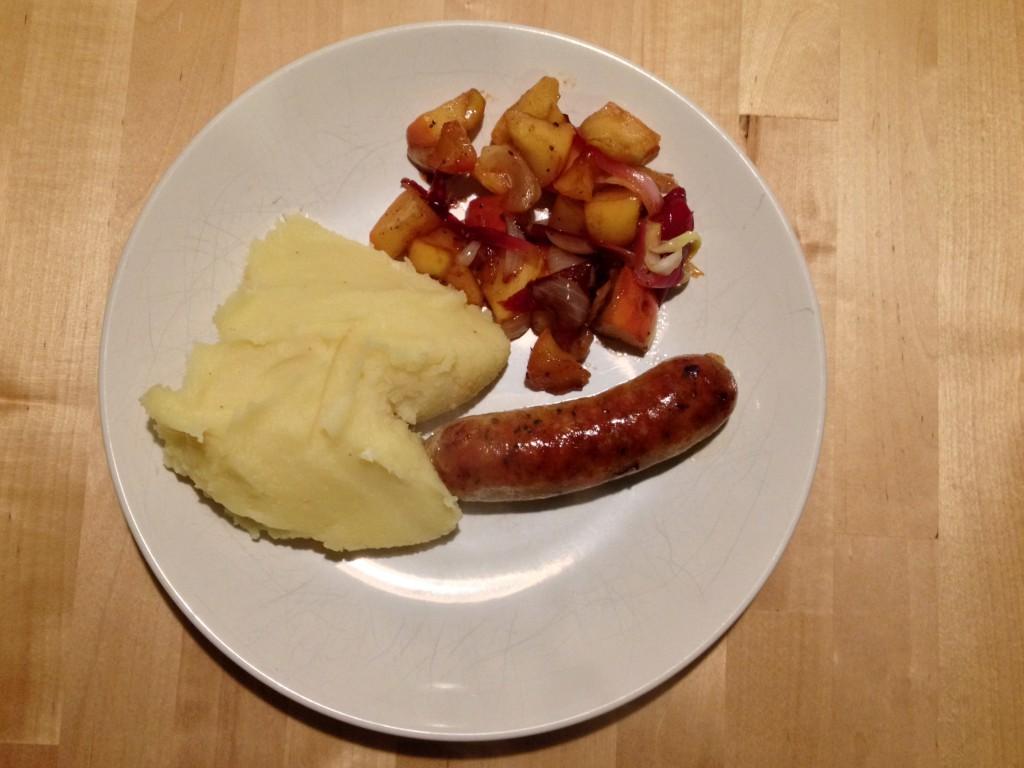Salsiccia Chipotle mit Kartoffelpüree und Apfel-Zwiebel-Confit.