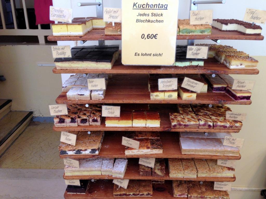 """""""Kuchentag. Jedes Stück Blechkuchen 0,60€. Es lohnt sich!"""""""