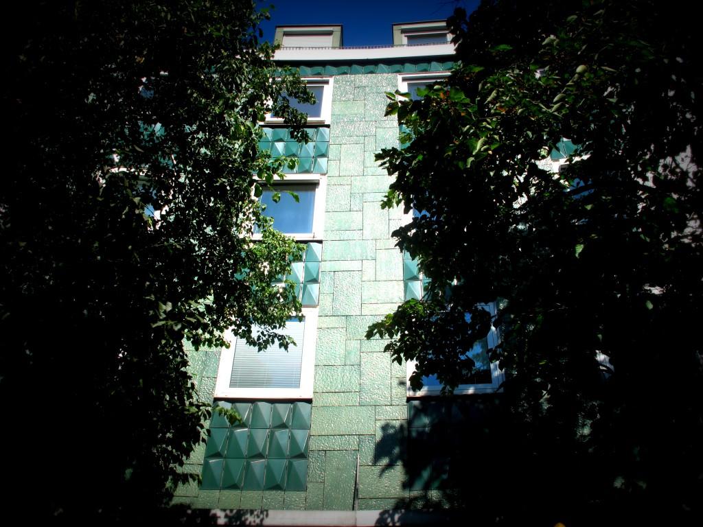 Smaragdfassade, Weissenburger Platz.