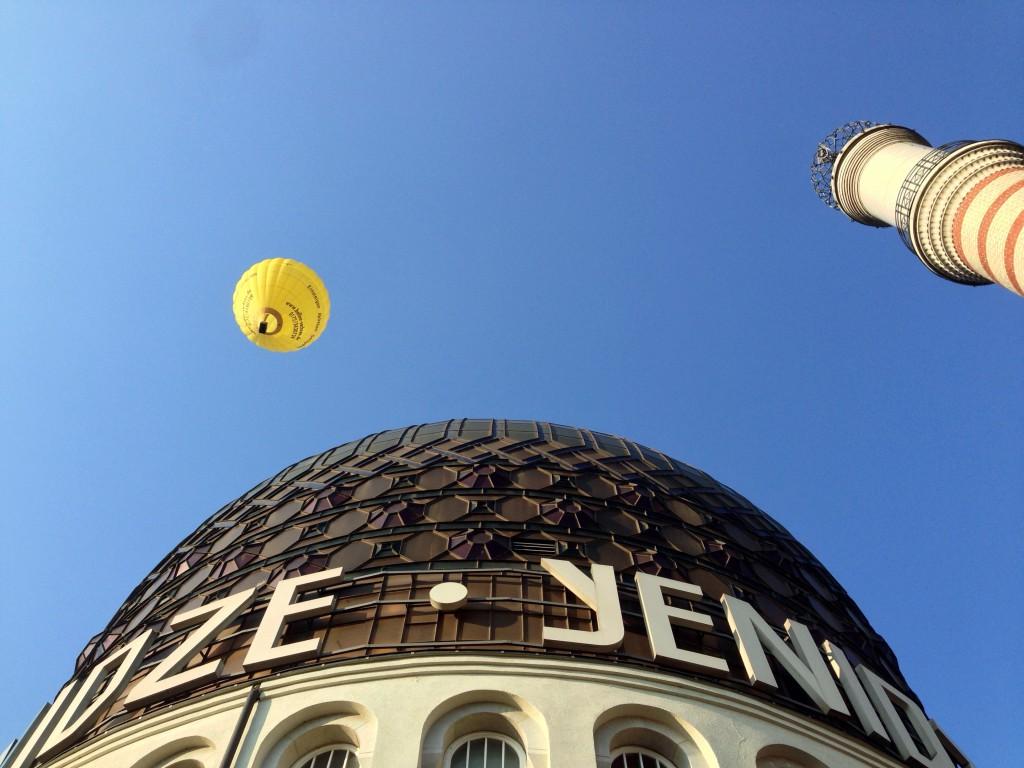 """Kuppel und """"Minarett"""" (eigtl. Schornstein) der Yenidze, Dresden. Foto: Johannes Klein, CC-BY-SA 2.0 de."""